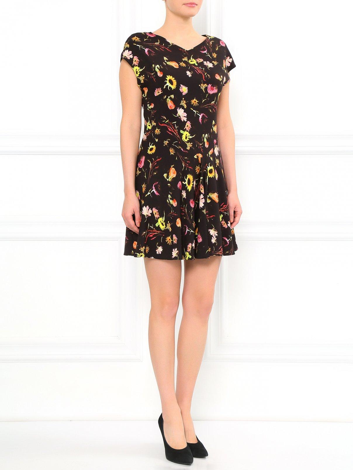 Платье-мини с цветочным узором Moschino Cheap&Chic  –  Модель Общий вид